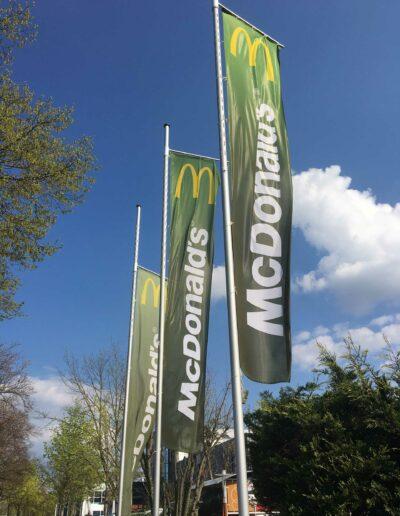 Fahnenmasten Online: McDonalds Bright light Fahnenmast
